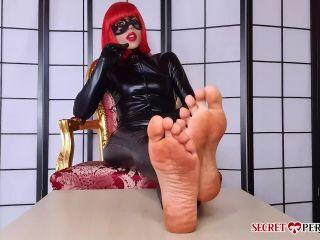 The Secret Perversion – Mistress Keope – Polishing Soles – Foot Worship