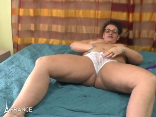 BBW mature heating up by masturbating and spreading massage oil before getting her ass fisted plugged and creamed – Kelly