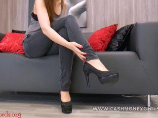 CashMoneyGirls – Amber – Kaufe meine stinkenden Heels