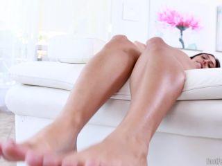 Toes – Lilly Hall – Honey Feet