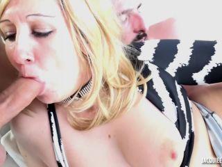 Olivia-Double penetration pour la chaude Olivia