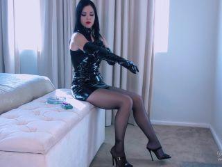 Young Goddess Kim – Toxic Smoke