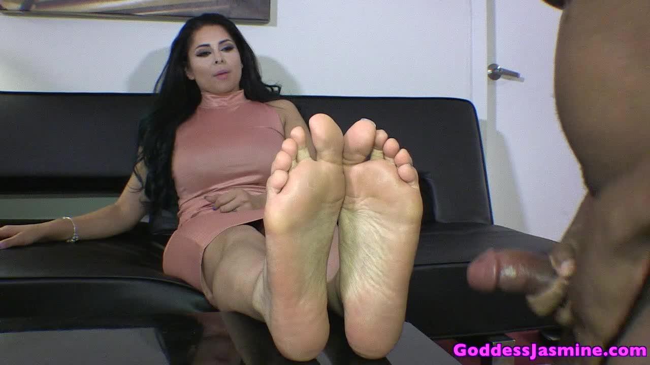 Giantess Feet Crush Pov