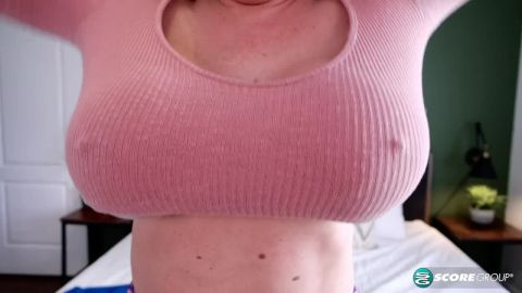 Holly Wood - Holly Wood: Sweater Stretcher (720p)