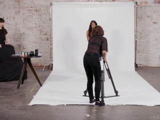 – Khloe Kay, Natalie Mars & Adriana Chechik Stay Gold