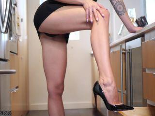 Mistress Nova – Legs – Loubs Make You Weak