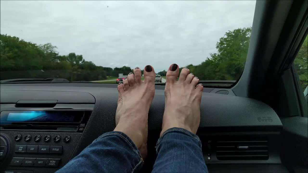 Bare Foot Mature