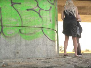 Girls Peeing Outdoor 2 [UltraHD/4K 2160P] - Screenshot 5