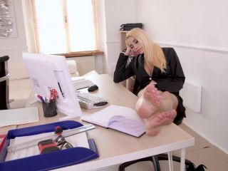 – Amber Jayne & Victoria June – Big Tits Milfs Cum At The Office