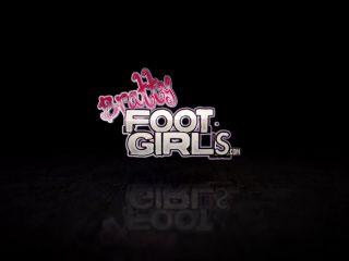 Foot smelling – Bratty Foot Girls – Honey Dew – Sniff my Sweaty Ebony Soles