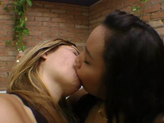 mf video brazil: hot kisses with liquid orgasm by melissa mello and isabela