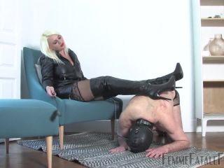 Porn online [Femdom 2018] Femme Fatale Films  – Leather Licker – Part 1. Starring Mistress Heather [Leather, Bootlicking, Boot Worship] femdom