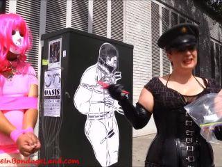 Aliceinbondageland – Folsom Street Fair Public Humiliation – Crossdressing Leash Laws – San Francisco FemDom