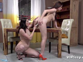Antonia Sainz - Victoria Daniels - Fine Dining [FullHD 1080P] - Screenshot 2