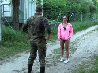 BlackSophie in Perverser Soldat Uberschreitet Grenzen