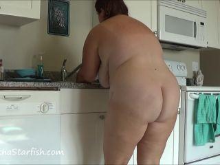 SamanthaStarfish - Diarrhea Accident While Washing Dishes [FullHD 1080P] - Screenshot 5