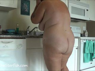 SamanthaStarfish - Diarrhea Accident While Washing Dishes [FullHD 1080P] - Screenshot 6