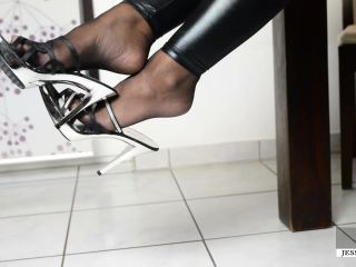 Foot Slave Training – Jess-Legs.net Clip Store – Slave milking Therapy