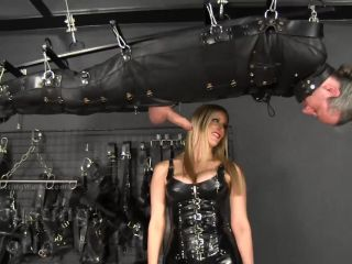 Ballbusting World PPV – Nikki Whiplash – Sadistic Suspended Ballbusting BB1390