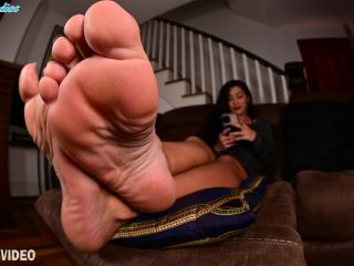 ASGF_Clips – Enchantress Sahrye plays on her phone, not giving you and mind