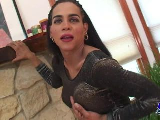 Online shemale video Horny Amber Heating It Up