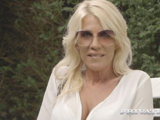 milf - Private – PrivateMILFs presents Tiffany Rousso – The MILF And The Waiter – 09.07.2019.mp4