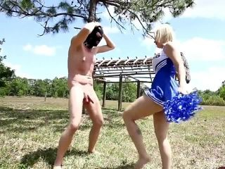 Ballting cheerleader