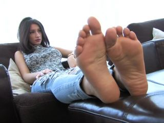 Toe pointing – FeetJeans – Sexy Girl With Small Feet