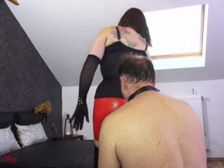 Cfnm – House of Sinn – Kaviar Queen taunts Her toilet slave – Mistress Evilyne