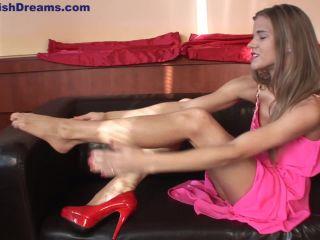 Isabela Shoes Feet
