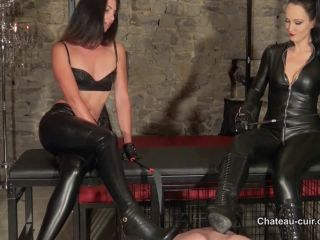 Chateau-Cuir – Lady Iris, Fetish Liza  – Ass worshipping leather slave