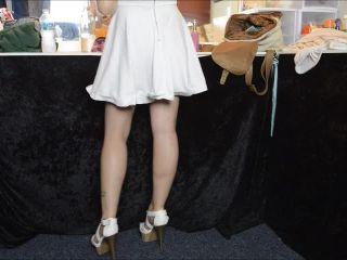 Pedestal – Luna Lain – Upskirt Pervert