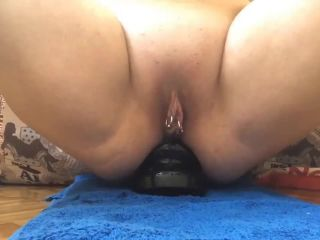 Amateur booty wife anal rosebutt show during dildo rides