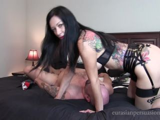 Facesit – Vancouver Kinky Dominatrix – Suffer for the View
