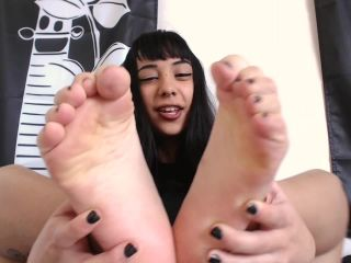 Anna Thorn – sucking my toes