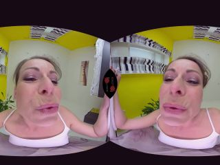 560 Caroline Ardolino - Sexy MILF Sitting on Your Face Virtual Reali ...