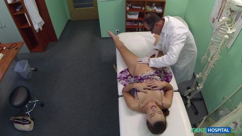 Fakehub.com- Doctor scares patient with his halloween nurse