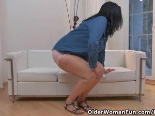 Euro milf ria blackbs her white cotton panties