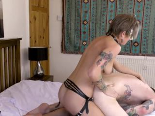 Hard anal pegging with new leather strapon of family couple