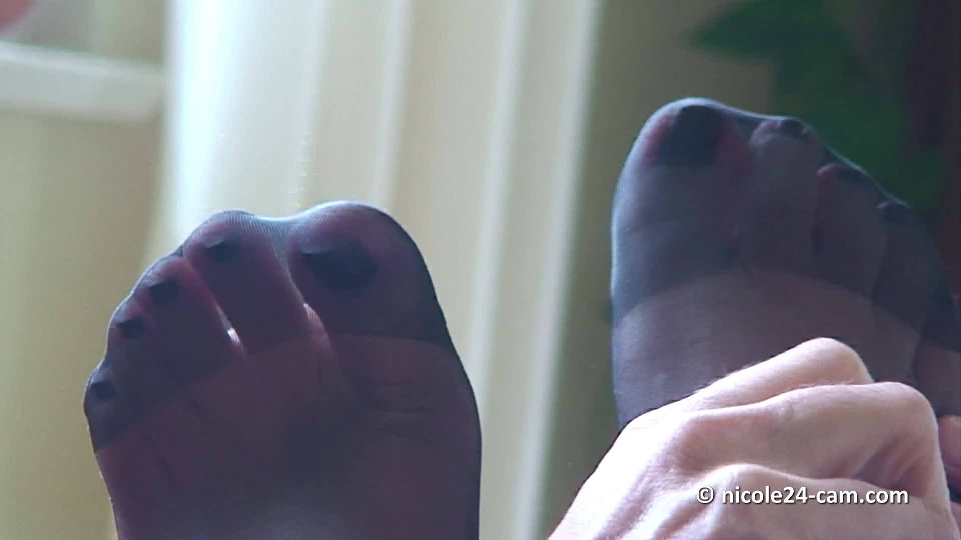 French Mistress Feet Worship