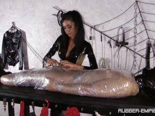 Bondage Male – Rubber-Empire – Milking Mummy