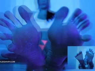 Lindsey Leigh – entrancing toes