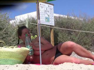 Busty_German_Topless_Beach