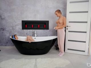 Aislin, Casey – Tub for Two