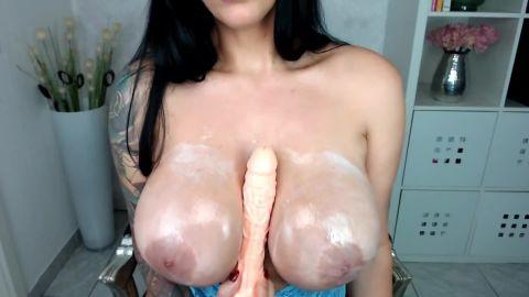 Adriana-del-Rossi - Fick meine eingecremten Titten [FullHD 1080P]