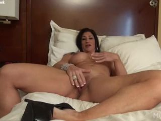 Super muscle girl rubbing her big clit and pussy lips