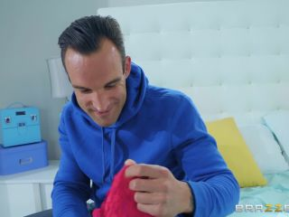 Mommy Got Boobs - Kendra Lust Giving Stepmom What She Wants