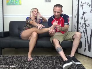 Foot in mouth – Vicky Vixxx sensual foot worship