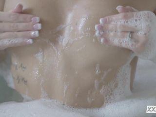 Emma Hix (Cum Back to Me)