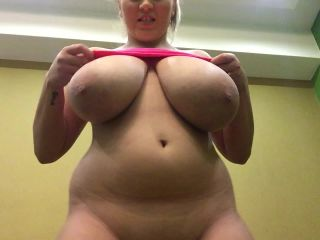 [Manyvids] HugeBoobsErin - Boobs dropping out of my bralette